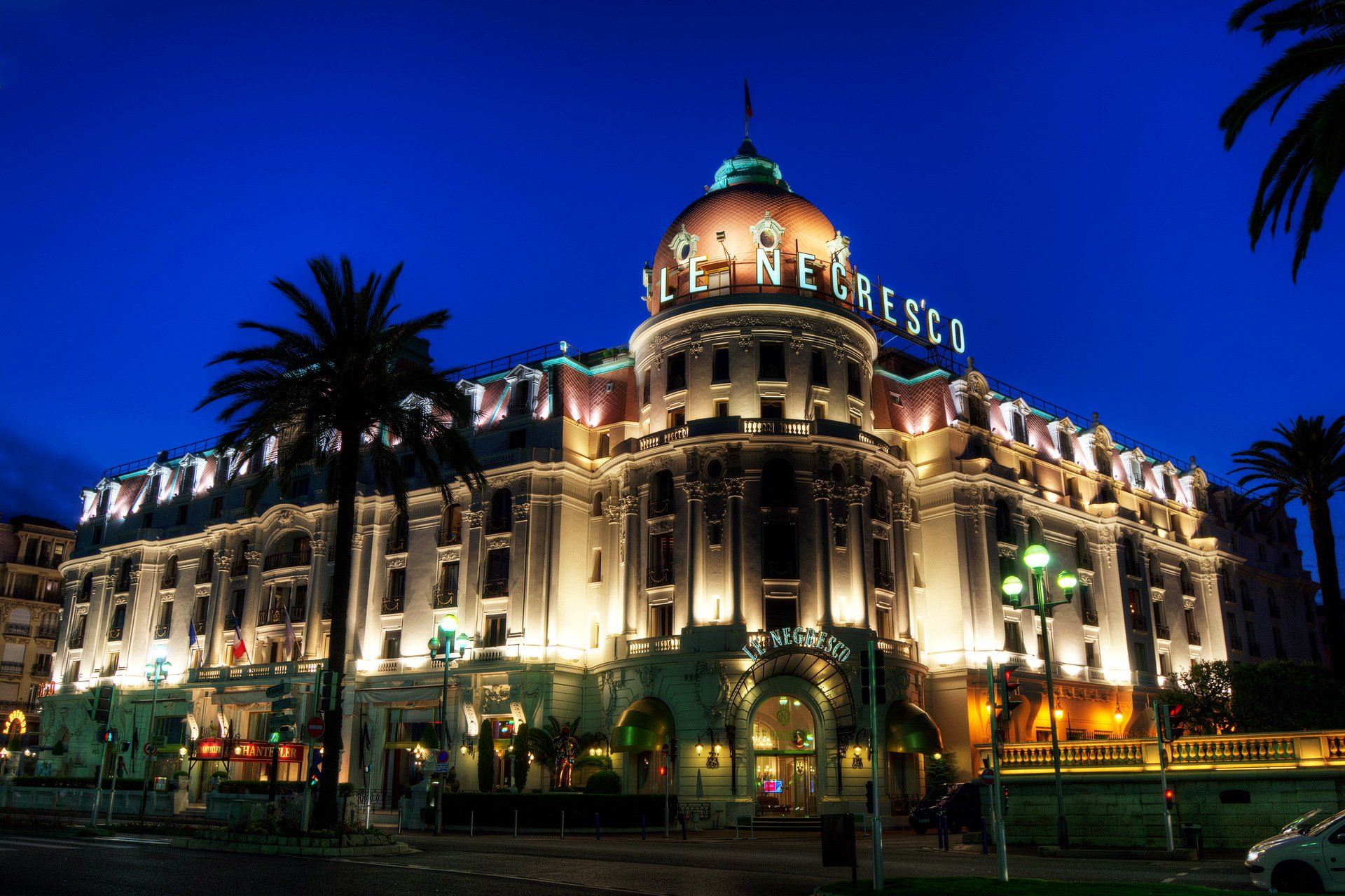 466187_france_night_city_hotel_negresco_otel_negresko_fra_1920x1280_(www.GdeFon.ru)