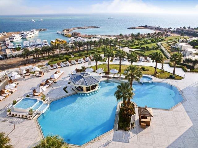 pool_at_the_Hilton_Hurghada_Plaza